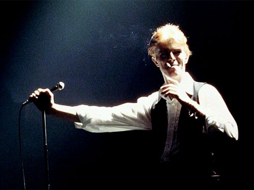 Bowie - 1976_faggy_grin_duke_live_600w